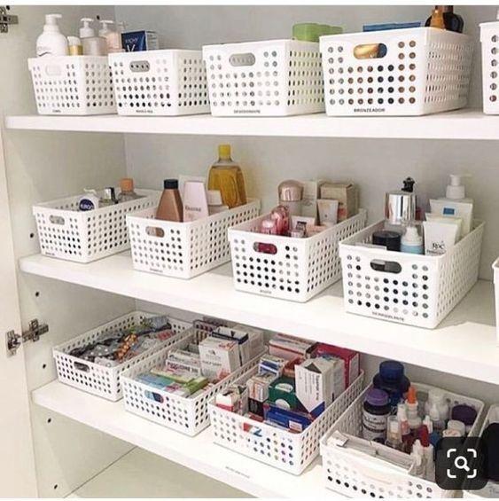 Organizar a casa com caixa organizadora
